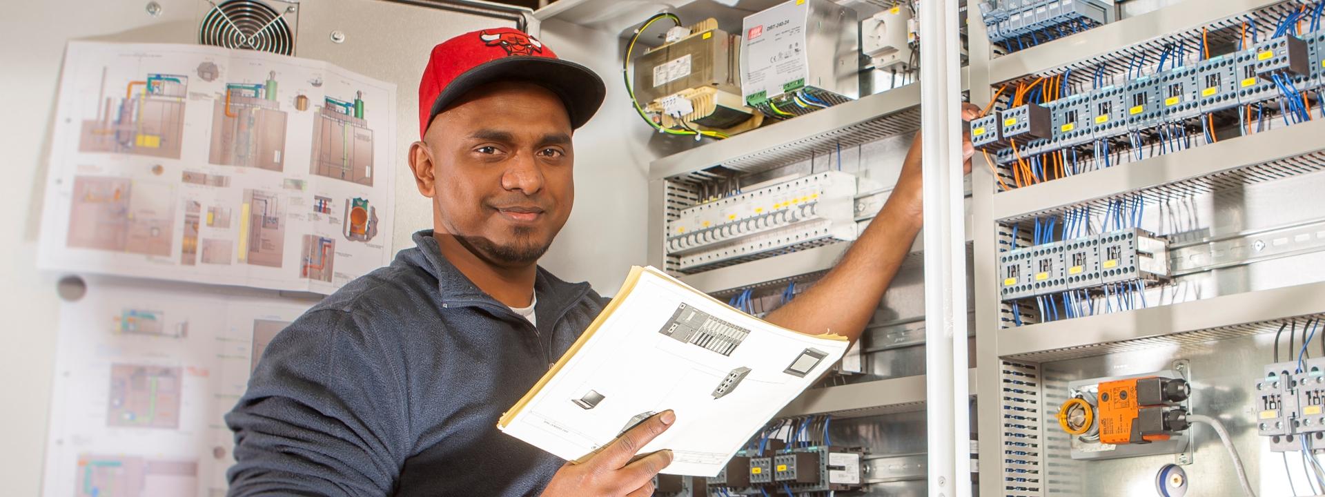 Mitarbeiter in der Produktion bei KMA Umwelttechnik