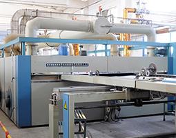 Mit dem ULTRAVENT® Abluftfiltersystem bietet KMA Umwelttechnik eine wirtschaftliche und energieeffiziente Lösung zur Abluftreinigung an Spannrahmen.