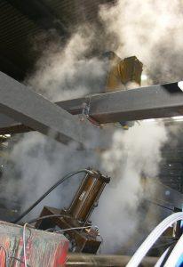 In der Metallindustrie entstehen große Mengen an Rauch, Staub, Nebel und Dämpfen an Produktionsanlagen.