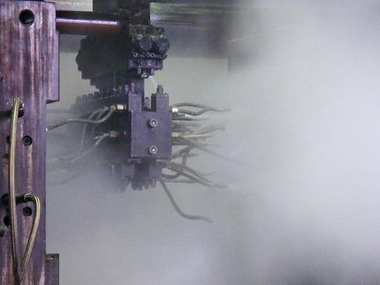 Beim Gießprozess entsteht oft ein fettiger, öliger und pastöser Rauch, der bei ungeeigneten Filtermaterialien schnell zum Verschließen des Filters und damit zu hohen Folge- und Austauschkosten führen würde.