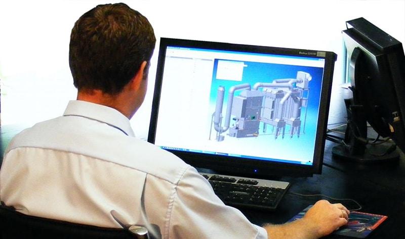 KMA Mitarbeiter arbeitet an CAD-Zeichnung