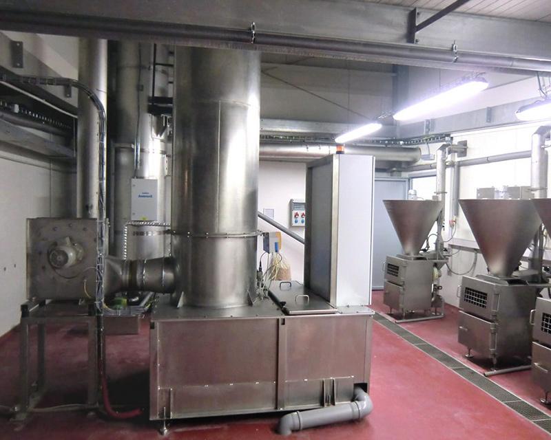 KMA AAIRMAXX® Filter lassen sich problemlos an alle Räucheranlagen anschließen. Dazu wird vom Kaminrohr der Räucherkammer ein Verbindungsrohr zum AAIRMAXX® Filter verlegt.