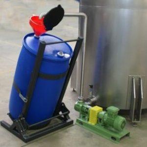 Sammelbehälter fängt Partikel wie Staub, Teer- und Wassertropfen auf