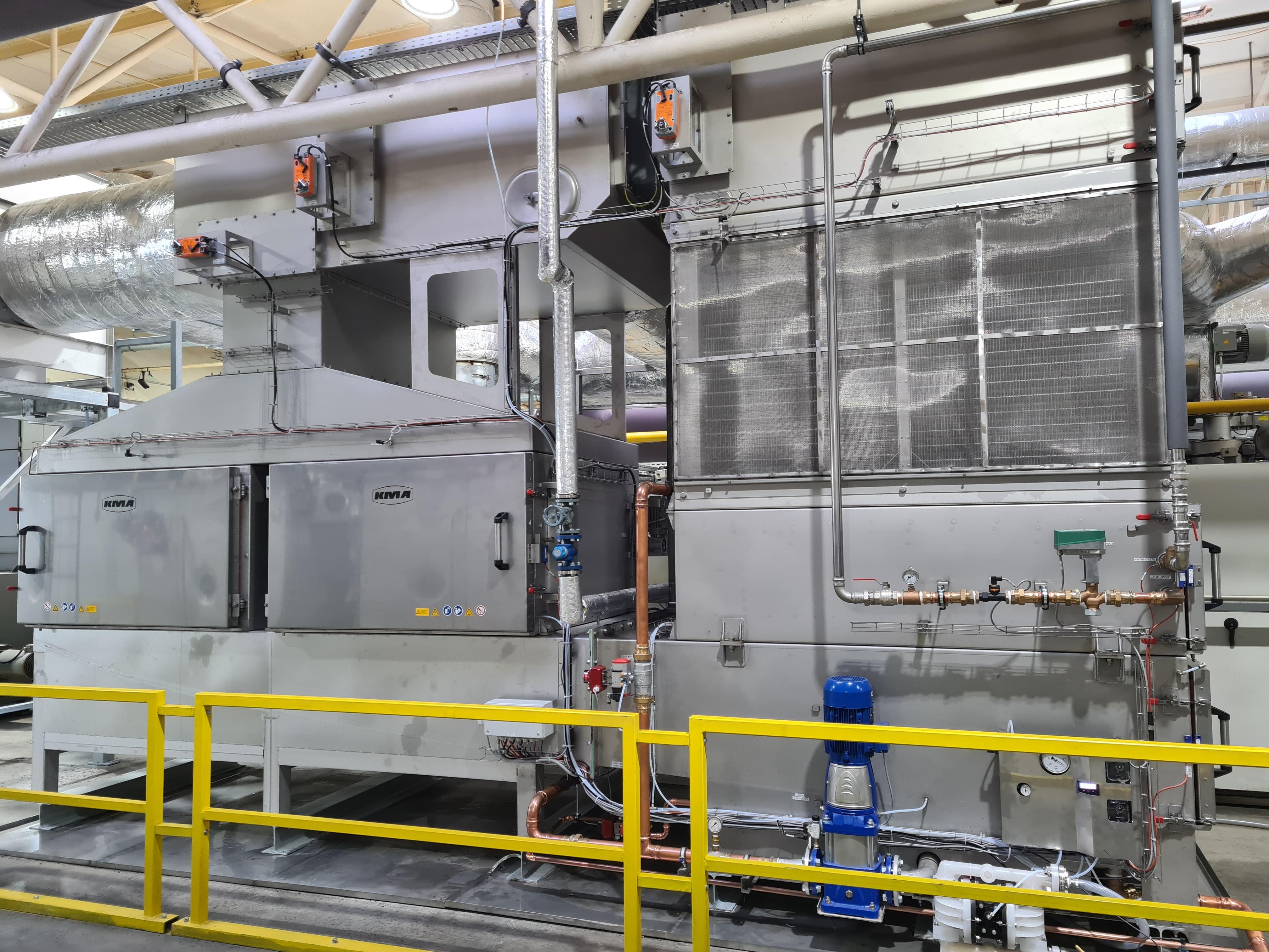 KMA installierte für beide Spannrahmen ein ULTRAVENT®-Abluftfiltersystem mit einem integrierten Wärmetauscher und einem elektrostatischen Abscheider.